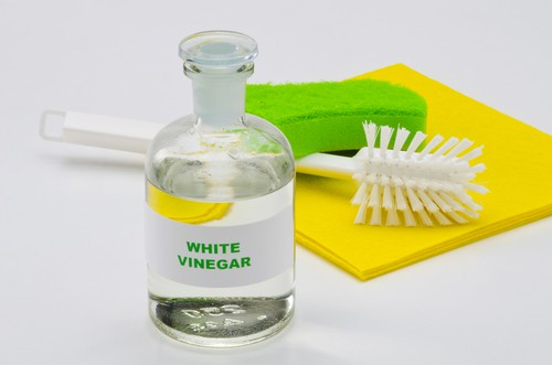 Using vinegar for home cleaning